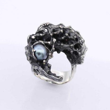 """Giordano Pini - Sculture da indossare - Anello in argento """"Luna nera Lilith"""""""