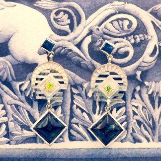 Orecchini Pistorium in argento, olivina e serpentino di Prato